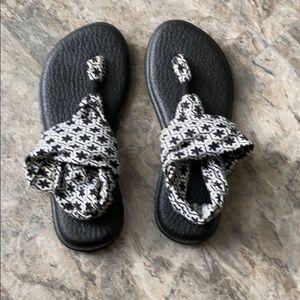 Sanuk: Black & White Patterned Yoga Bottom Sandals